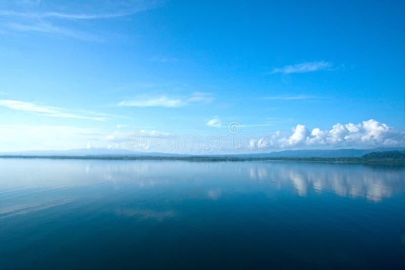 Спокойный океан в Gulfo Dulce, Коста-Рика стоковое фото