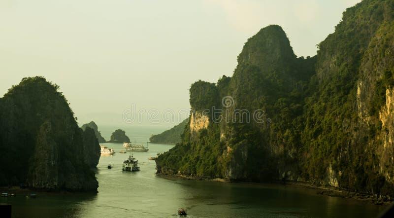 Спокойствие в заливе Ha длинном стоковое изображение rf