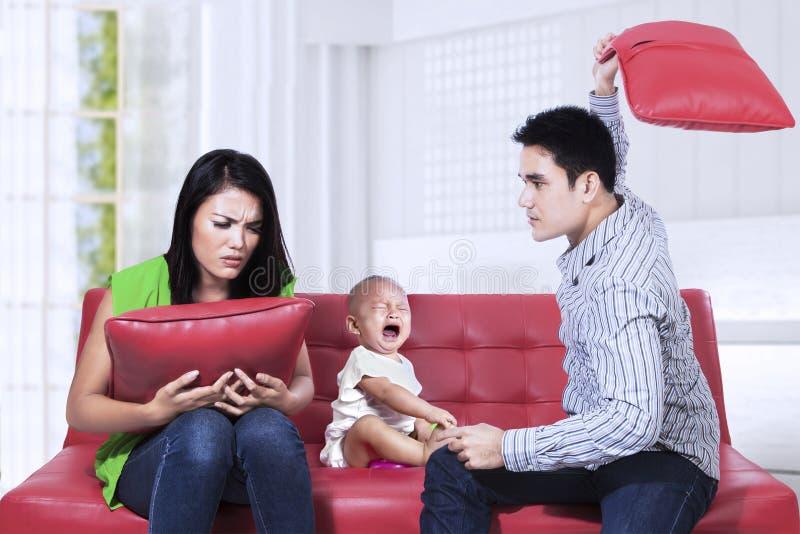 Спорить родителей стоковое фото