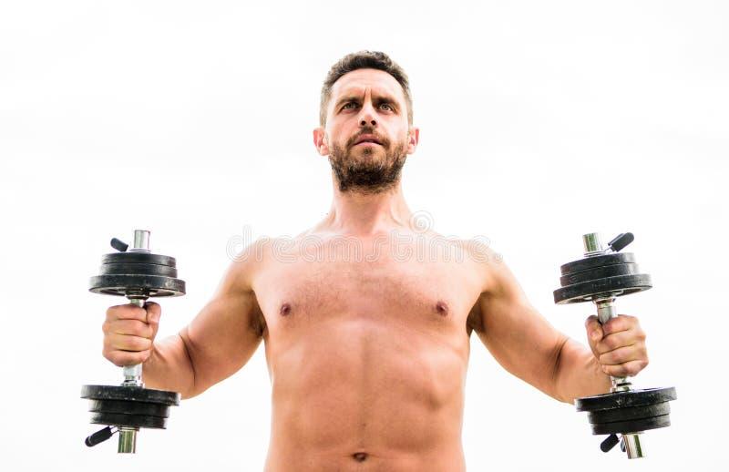 Спортзал тренировки гантели Мышечный человек работая с гантелью Цена величия ответственность Спортсмен с стоковые фотографии rf
