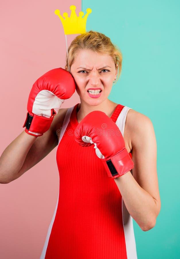 Спортзал VIP Воюя ферзь Символ перчатки и кроны бокса женщины принцессы Ферзь спорта Станьте самый лучший в спорте бокса стоковая фотография rf