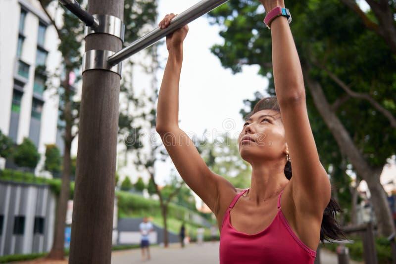 Спортзал женщины фитнеса стоковое фото
