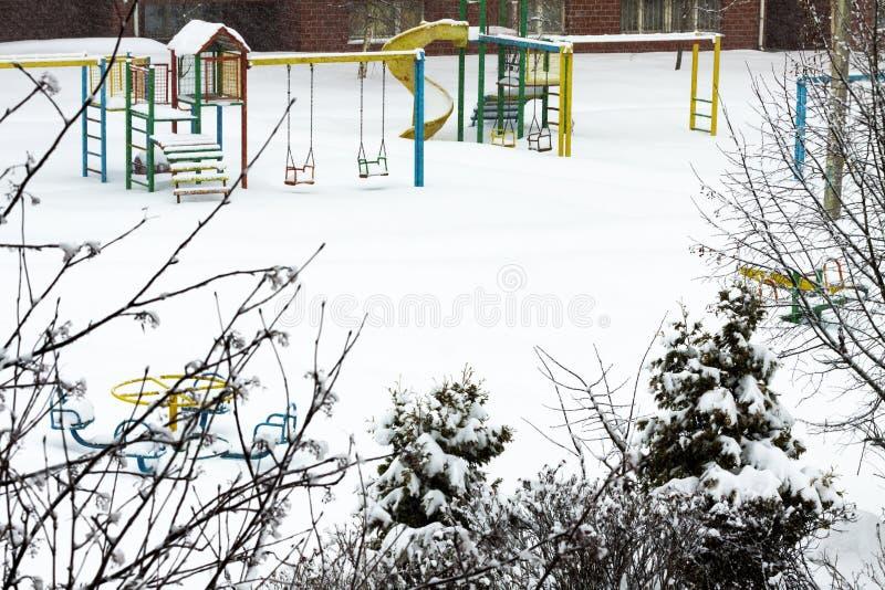 Спортивная площадка в зиме стоковая фотография rf