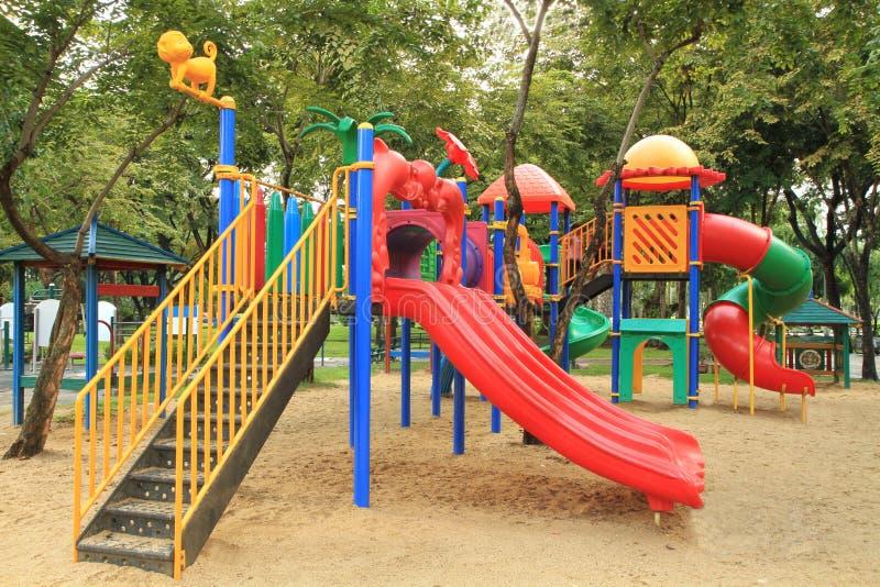 спортивная площадка детей стоковые фото