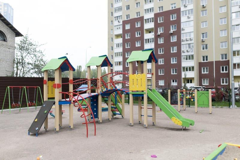 Спортивная площадка на открытом воздухе для детей стоковое изображение