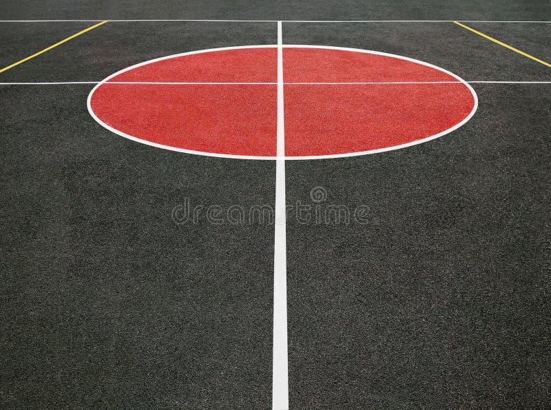 Спортивная площадка с белыми линиями стоковая фотография rf