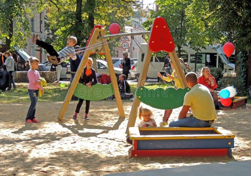 спортивная площадка s детей стоковые фото