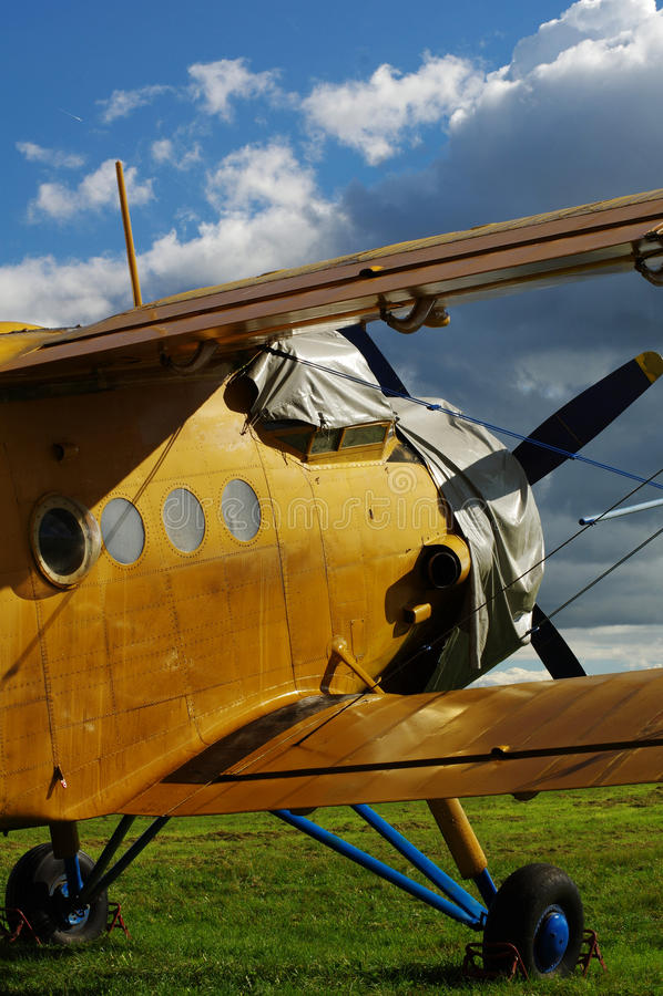 Спортивные воздушные судн 3 самолет-биплана стоковые изображения