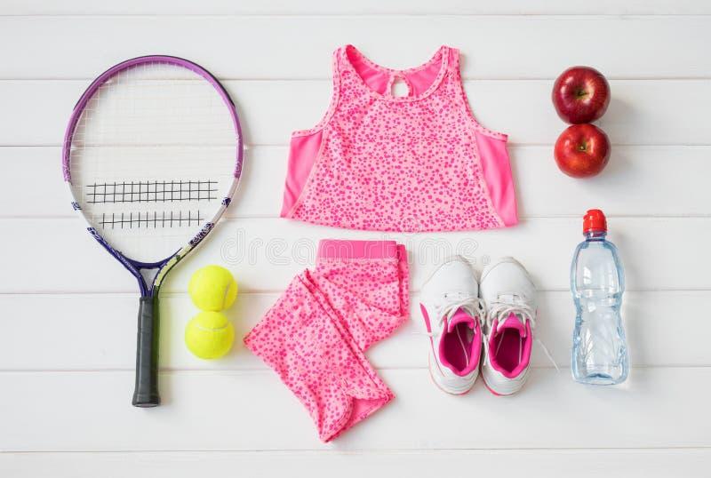 Спортивный инвентарь ` s маленькой девочки стоковая фотография