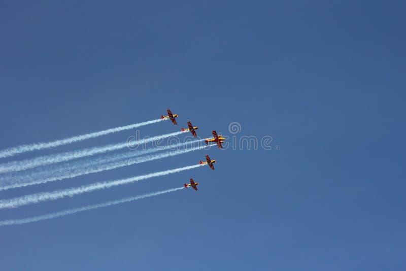 5 спортивных аэропланов в небе стоковые фото