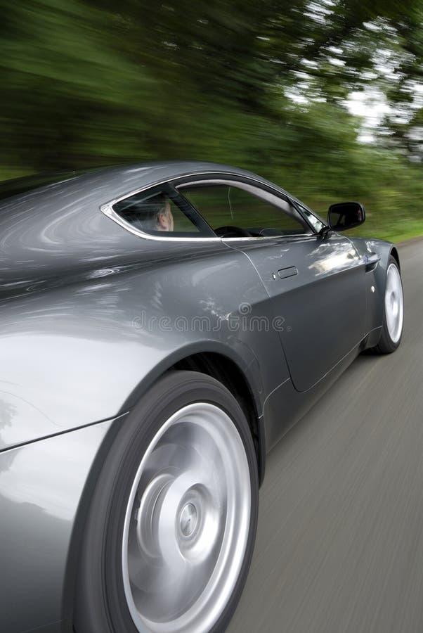 спорты автомобиля быстро проходя стоковые фотографии rf