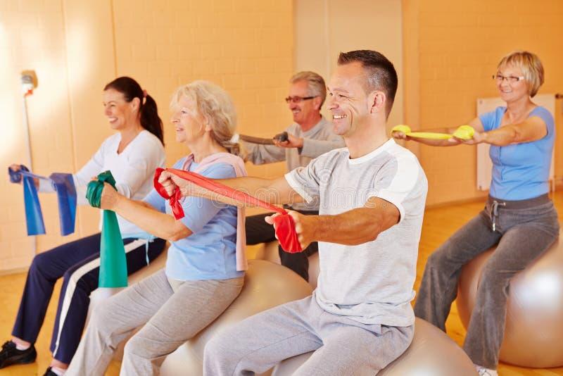 Спорты Reha для старшиев в пригодности стоковая фотография rf