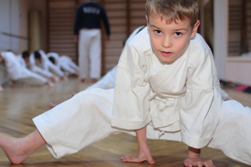 спорт карате залы мальчика стоковое изображение rf