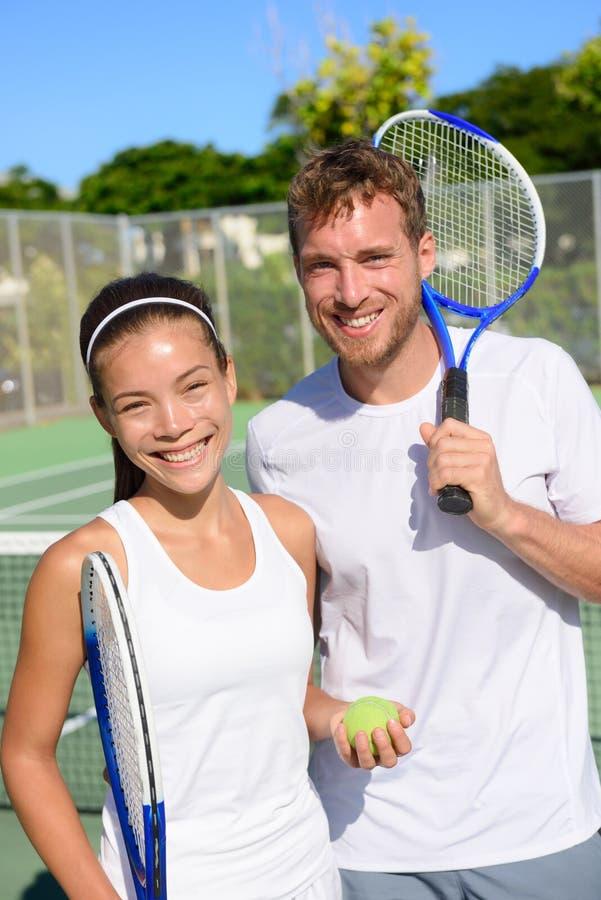 Спорт тенниса - игроки пар смешанных двойников стоковое фото rf