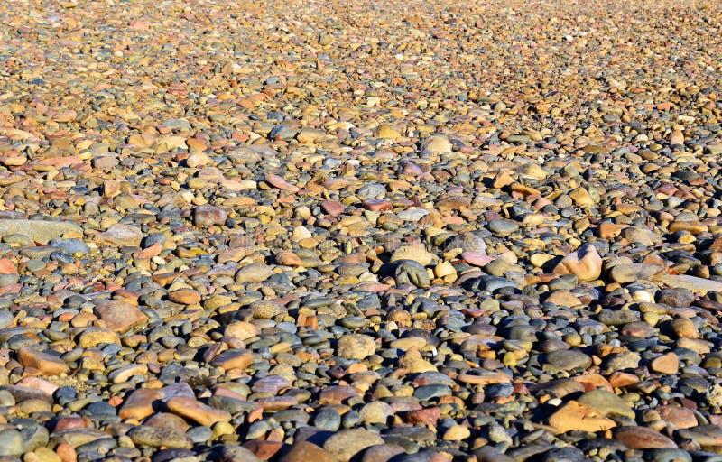 Справочная информация Камешки реки пестроткано стоковая фотография rf