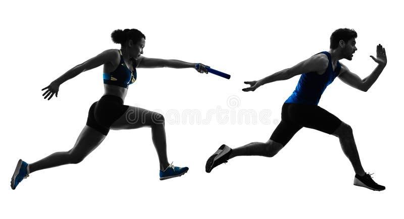 Спринтеры бегунов реле атлетики бежать бегуны изолировали silho стоковые изображения