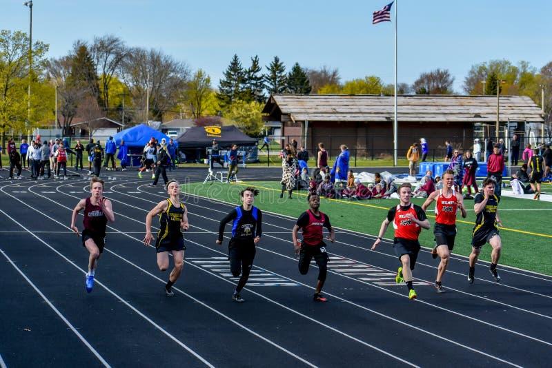 Спринт спортсменов легкой атлетики идущий стоковые фотографии rf
