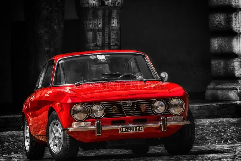 СПРИНТ ROMEO младший GT АЛЬФЫ на старом гоночном автомобиле в RAID ADRIATICO стоковое изображение rf