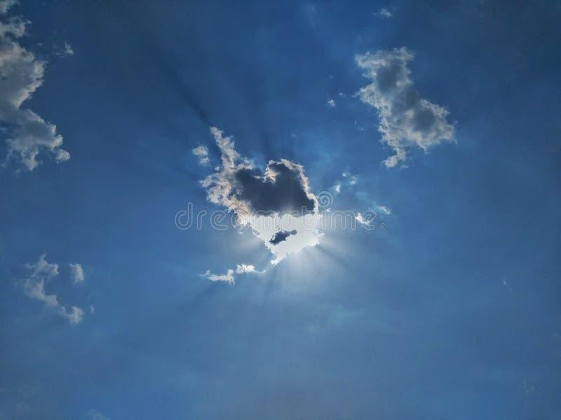 Спрятанное Солнце и облако стоковое фото rf