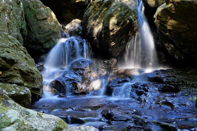 Спрятанный водопад 2 стоковые изображения rf