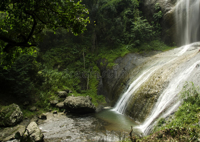 Спрятанный водопад стоковое фото