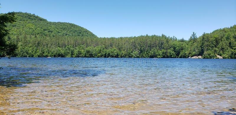 спрятанный рай озера стоковая фотография rf