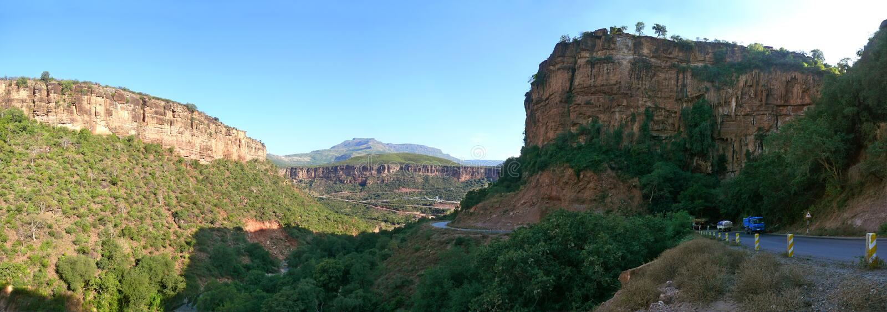 спуск 2-километра к каньону на дне чего подачи стоковая фотография rf