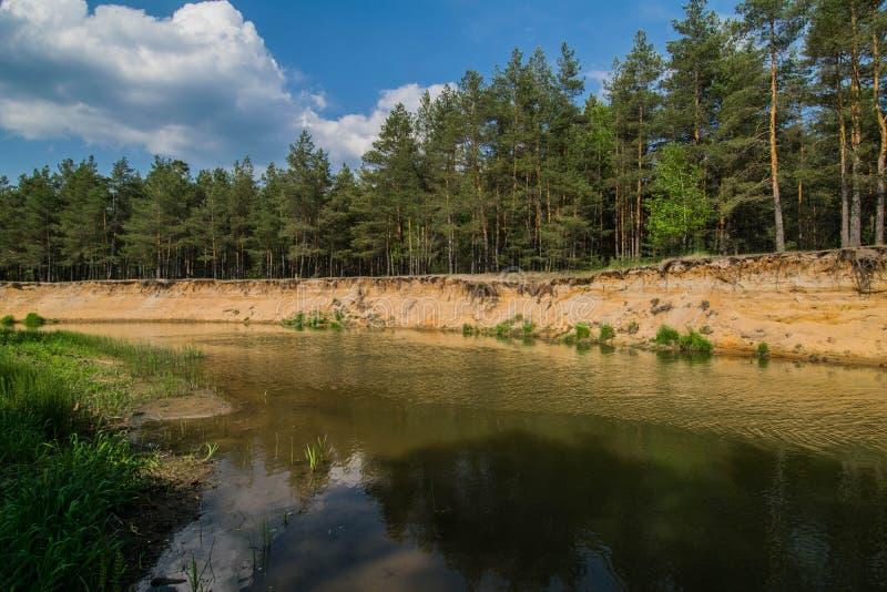 Спуск к реке стоковое изображение