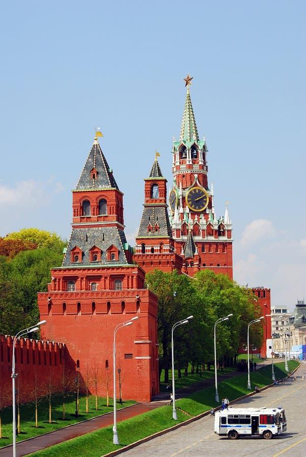 Спуск Vasylevsky и Москва Кремль стоковые изображения