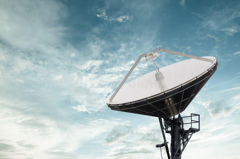 Спутниковые антенна-тарелки для радиосвязи стоковое изображение