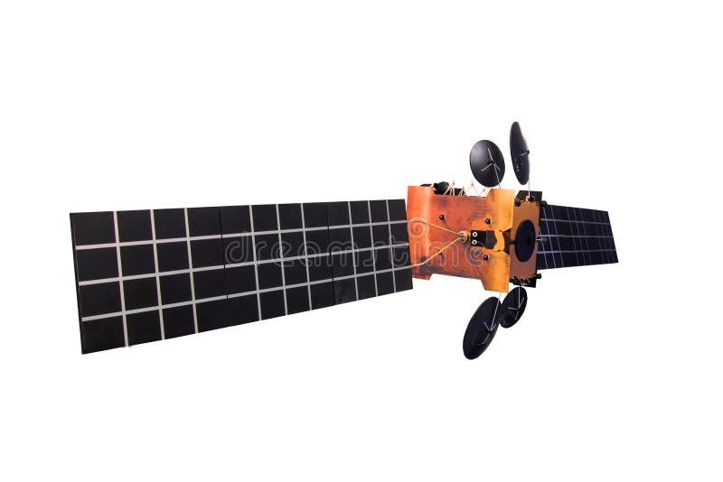 Спутник при длинные панели солнечных батарей, изолированные на белой предпосылке стоковые фото
