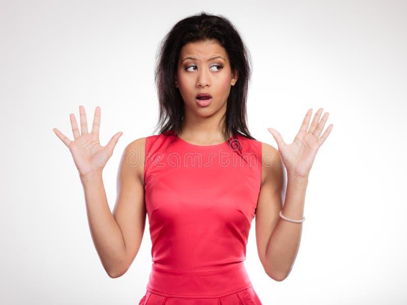 Сплетня или стресс Surprised сотрясло вспугнутую женщину стоковые фотографии rf