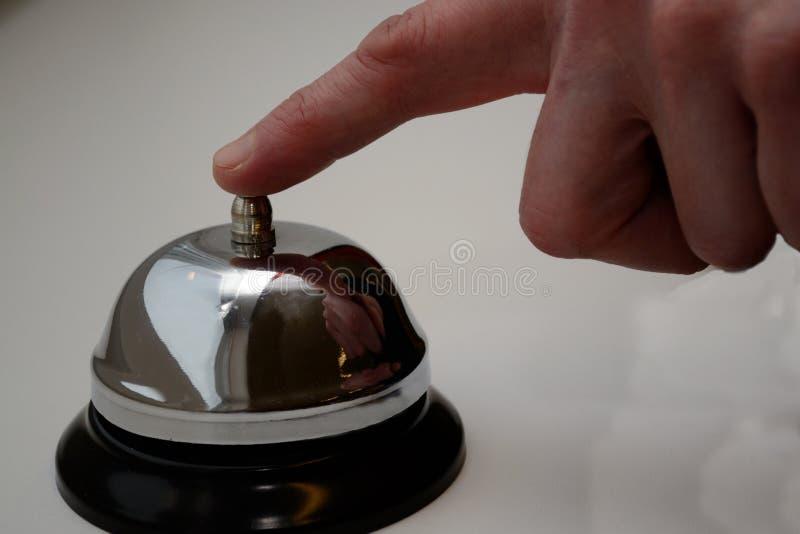 Срабатывает колокол таблицы стоковое фото rf