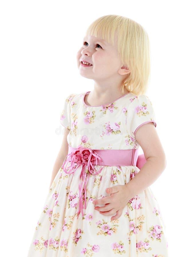 Сравнительная девушка в длинном платье стоковые фотографии rf