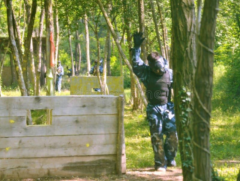 Сражение пейнтбола Поле брани оборудовано с барьерами стоковое фото rf