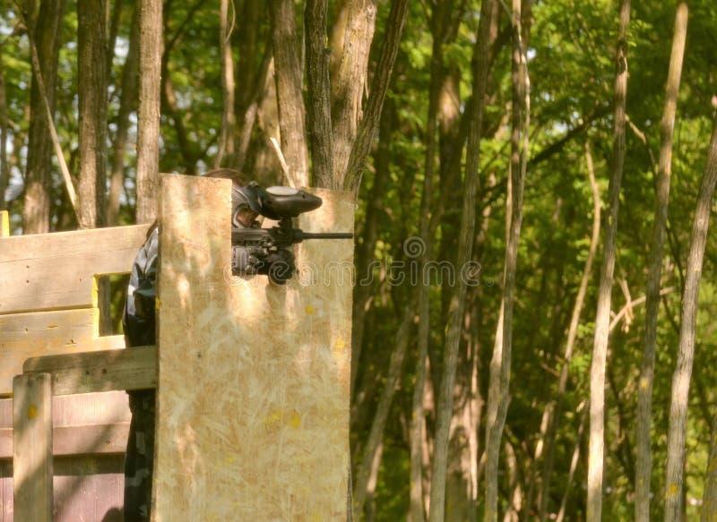 Сражение пейнтбола Поле брани оборудовано с барьерами стоковая фотография rf