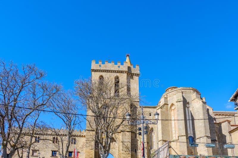 Средневековая башня над въездными ворота к городку Laguardia в preteneciente Rioja Alavesa Испании к виск-крепости o стоковое фото