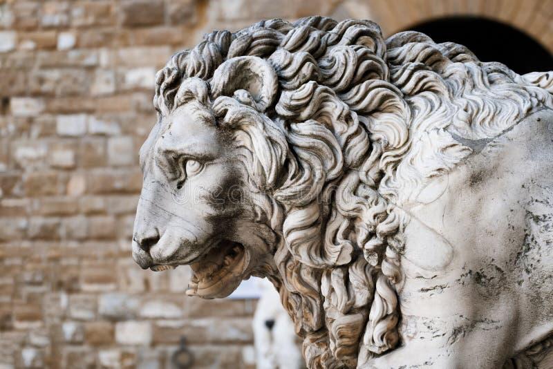 Средневековая скульптура льва на della Signoria аркады в Флоренсе, Италии стоковая фотография