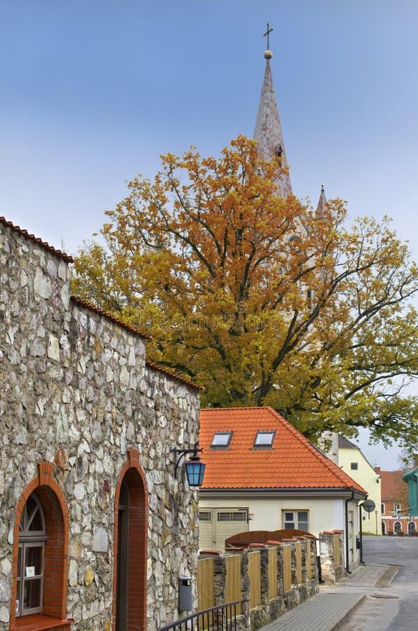 Средневековая улица в Cesis, Латвия стоковые изображения rf