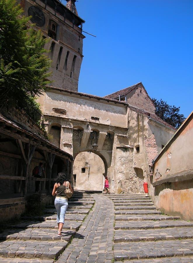 средневековая улица стоковые фотографии rf