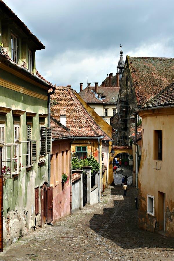 средневековое transilvania улицы sighisoarea стоковые фото
