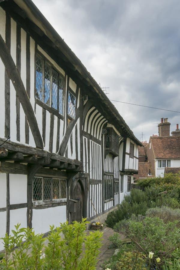 Средневековые коттедж и сад, Сассекс, Англия стоковое изображение