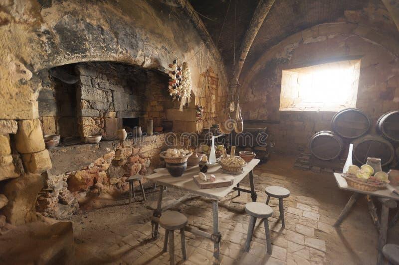 Средневековые кухня и столовая стоковые изображения