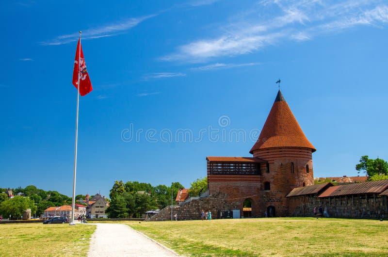 Средневековый готический замок Каунаса с башней, Литвой стоковые фото