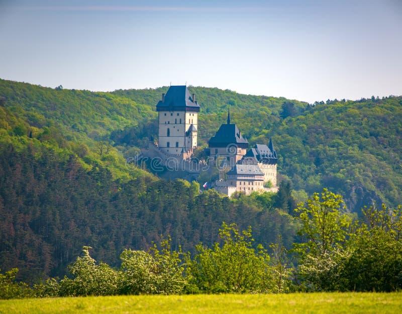Средневековый готический королевский замок Karlstejn около Праги, чехии стоковые изображения rf