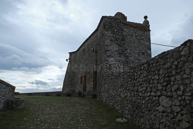 Средневековый двор крепости в Verucchio, Италии стоковое изображение rf
