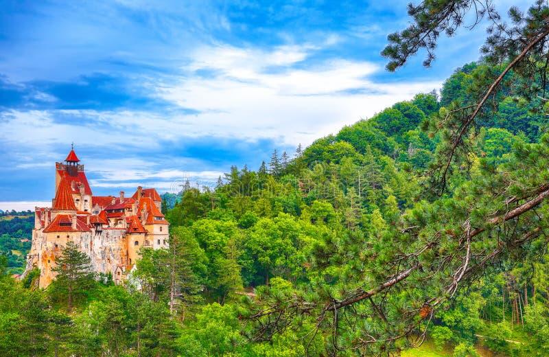 Средневековый замок отрубей известный за миф Дракула стоковые фото