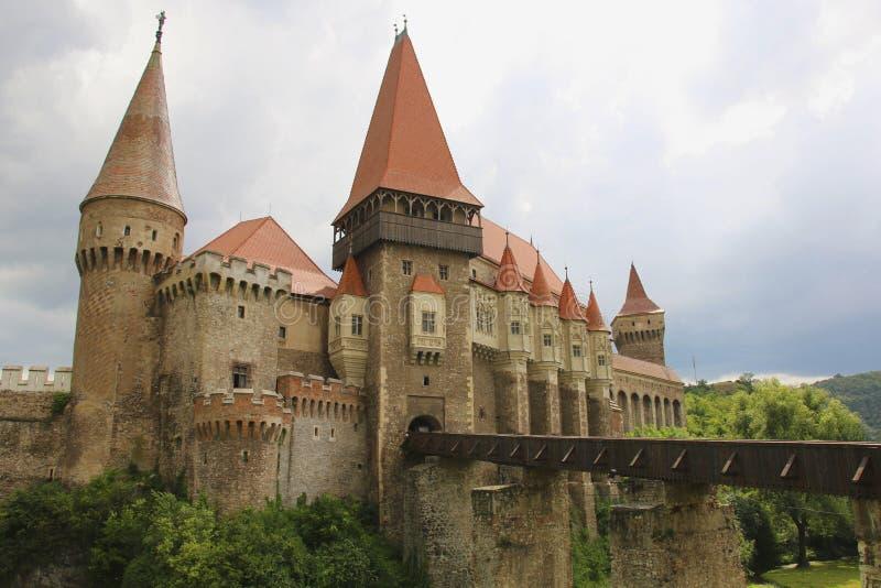 Средневековый замок Hunyad или Corvin, городок Hunedoara, Трансильвания r стоковые изображения rf