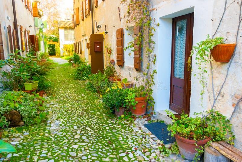 Средневековый переулок деревни стоковое изображение