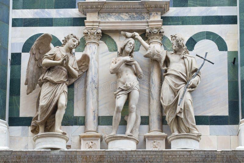 Средневековый скульптурный состав Часть пейзажа собора Santa Maria del Fiore Флоренция стоковые фотографии rf